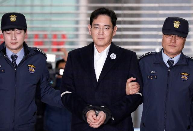 Samsung Group chief, Jay Y. Lee arrives at the office of the independent counsel team in Seoul, South Korea.