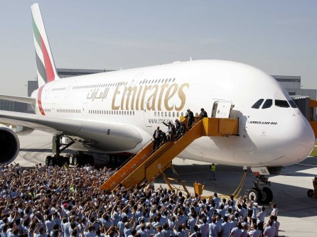 emirates-airlines-airbus-a380-4