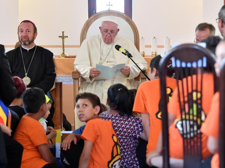 Pope Francis Roma community meeting