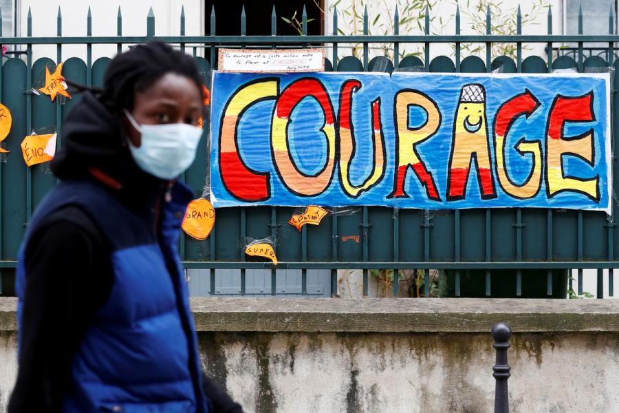 France 'COURAGE' sign