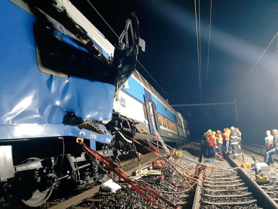 Czech train collision1