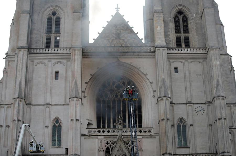 Nantes Cathedral fire2