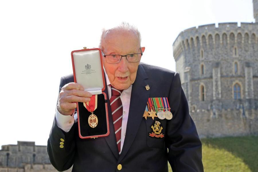 Sir Tom Moore knighting2