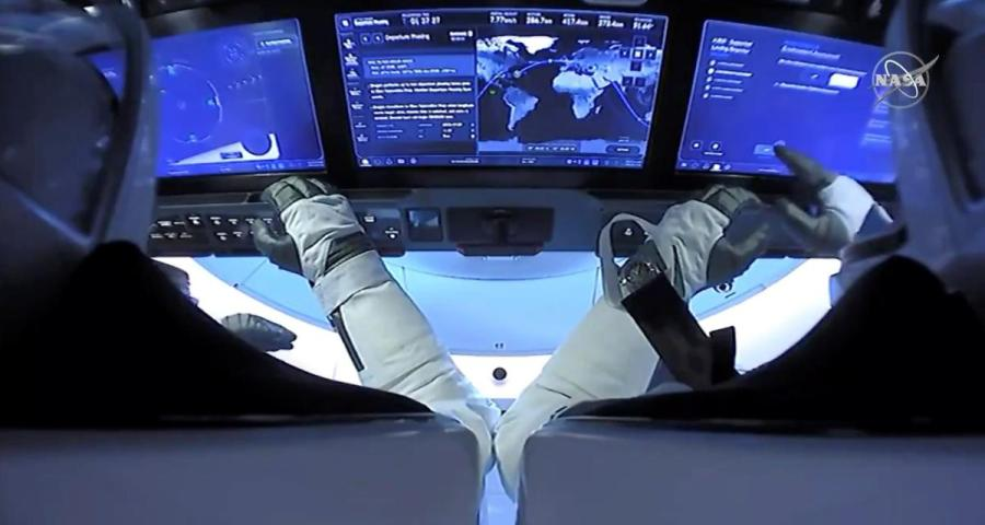 NASA astronauts return9