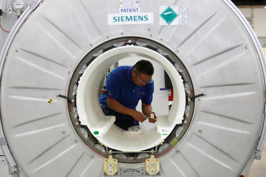 Siemens Healthineers worker